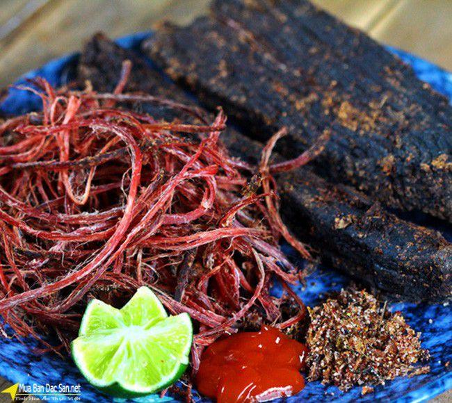 Thịt bò gác bếp đặc trưng của người Thái